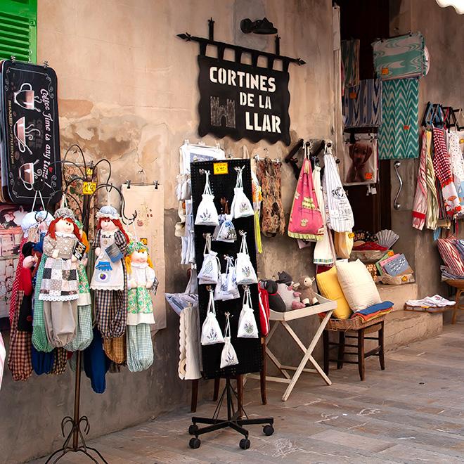 Fachada de la tienda física Cortines de la Llar en Alcudia