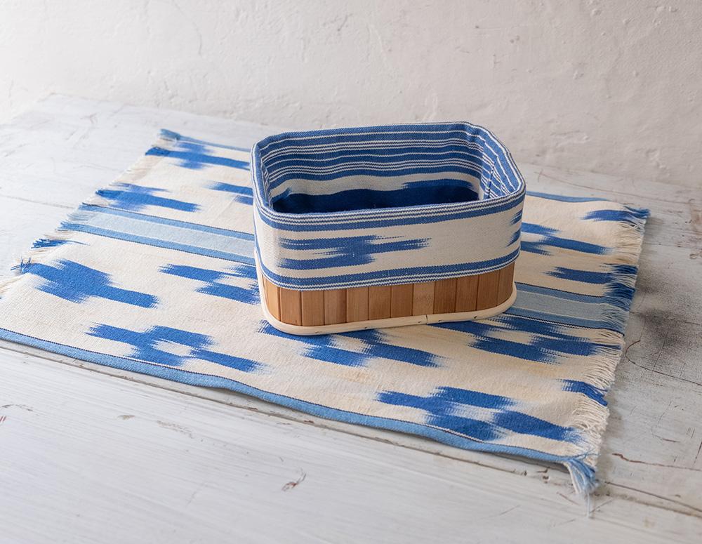 Cesta de pan con borde de tela mallorquina